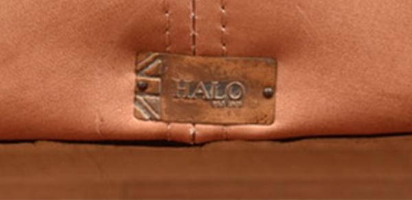 HALO EASTBOURNE 2P SOFA背面ロゴプレート